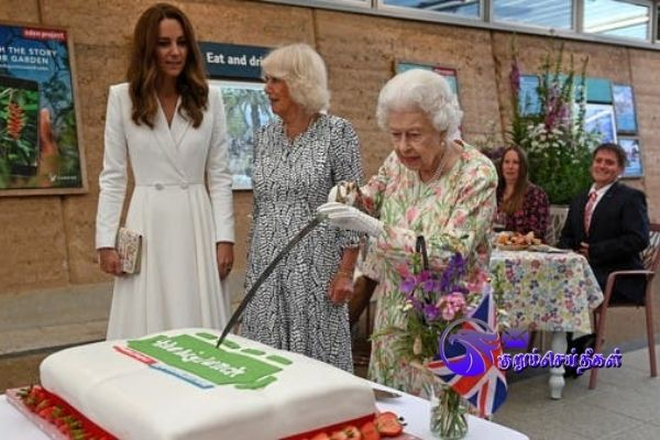 Queen of England cuts cake with sword at G7 event